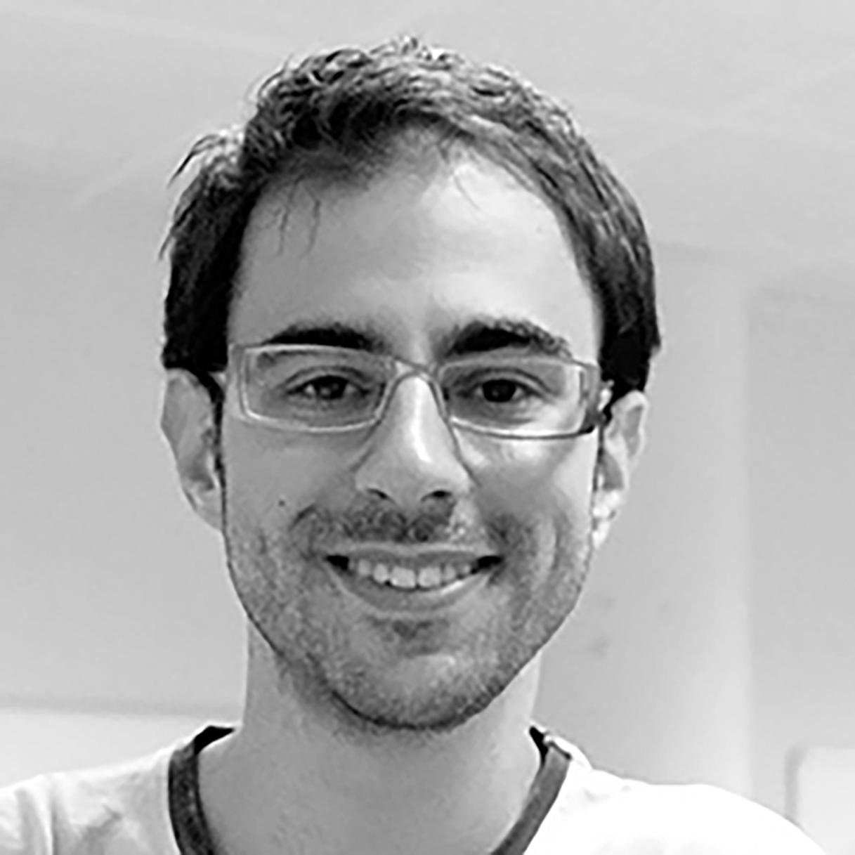 Dr. Adrián Canedo