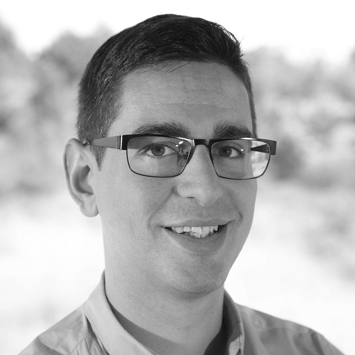 Dr. Víctor Álvarez